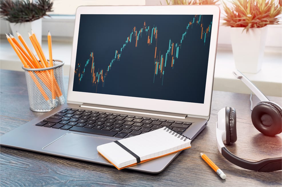 forex demo account, learn before you trade. man pointing to laptop with charts